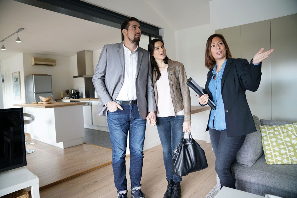 couple visiting a new house