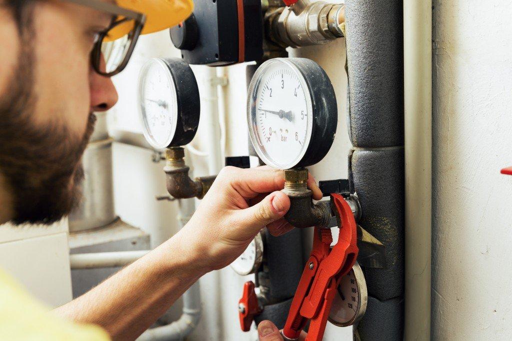 Man fixing flow meter