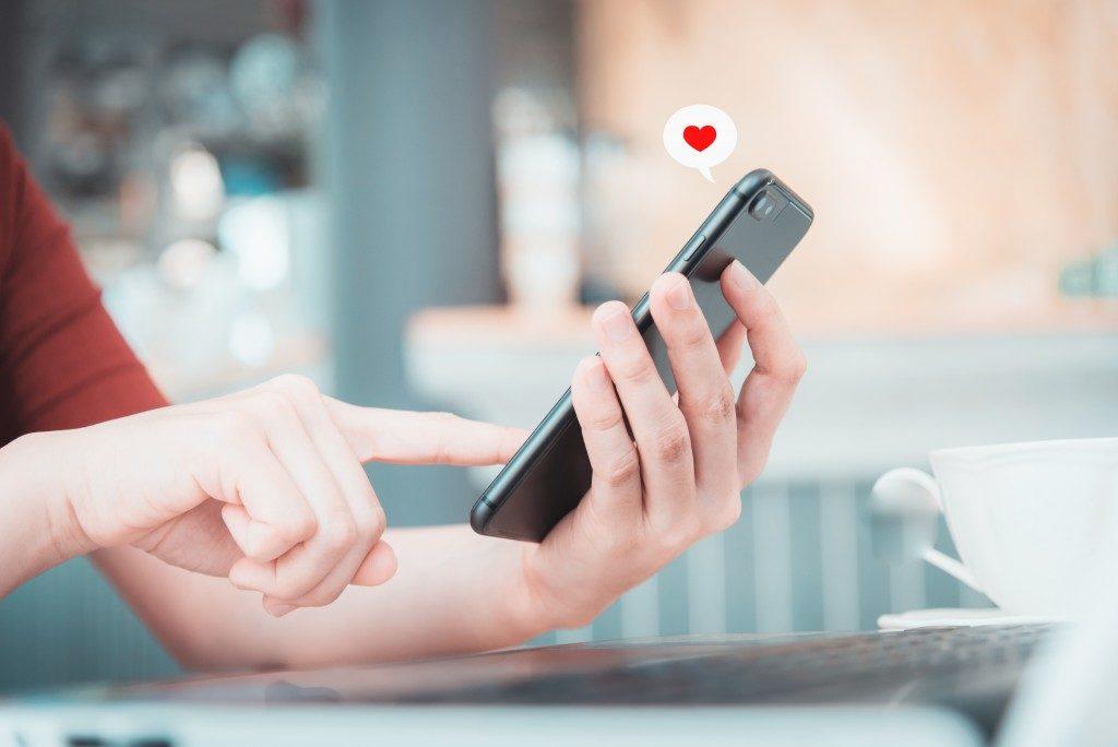dating app on phone