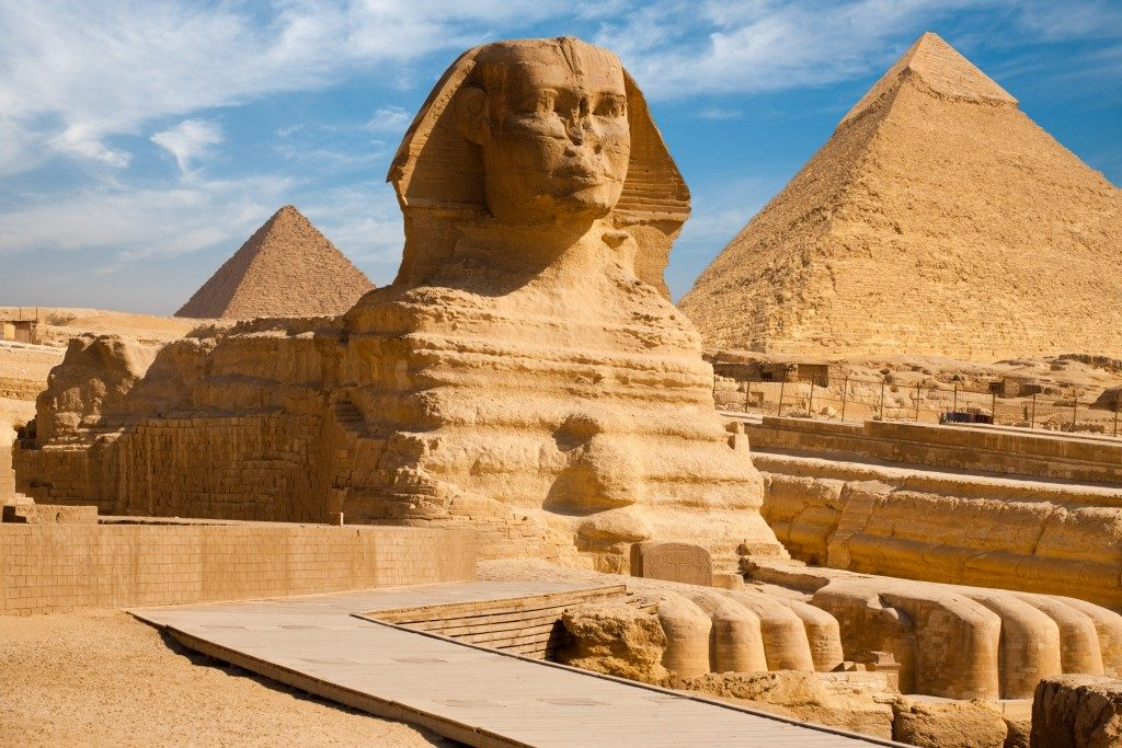 Beautiful profile of the Great Sphinx including pyramids of Menkaure and Khafre