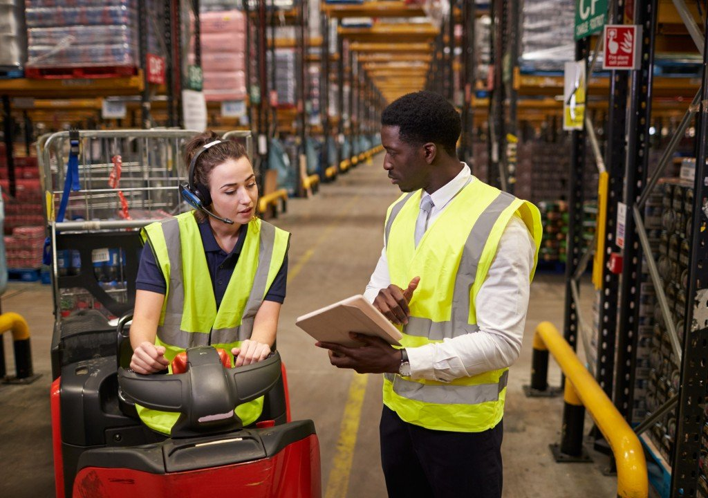 woman talking to a supplier in a warehouse